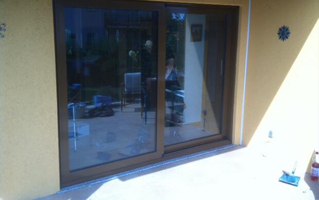 Balkon mit Glas verziert