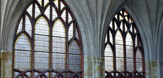 Kunstglas der Glaserei Thiel in Berlin in einer Kirche