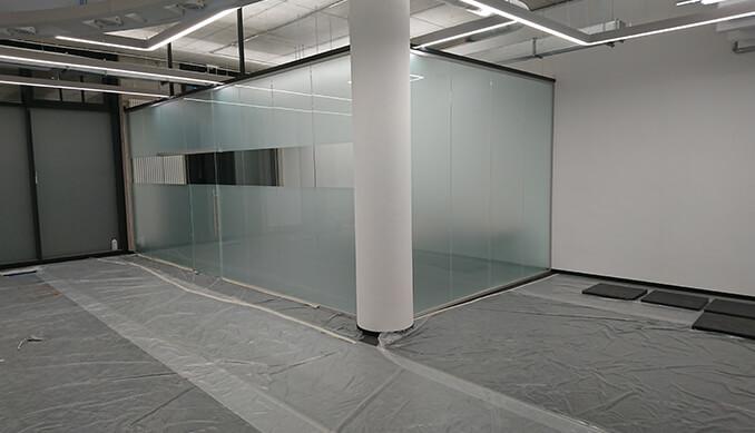 Große Glaswandsysteme mit Sichtschutz