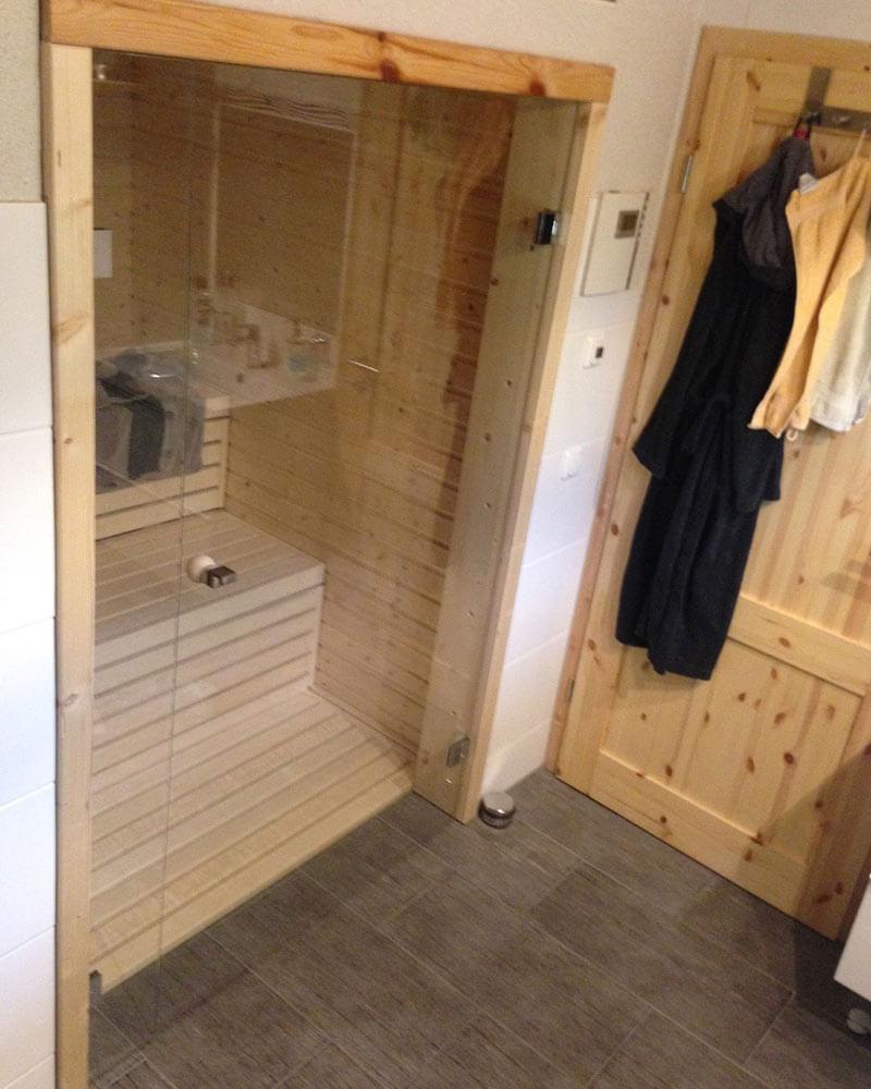 Glastür zu einer Sauna