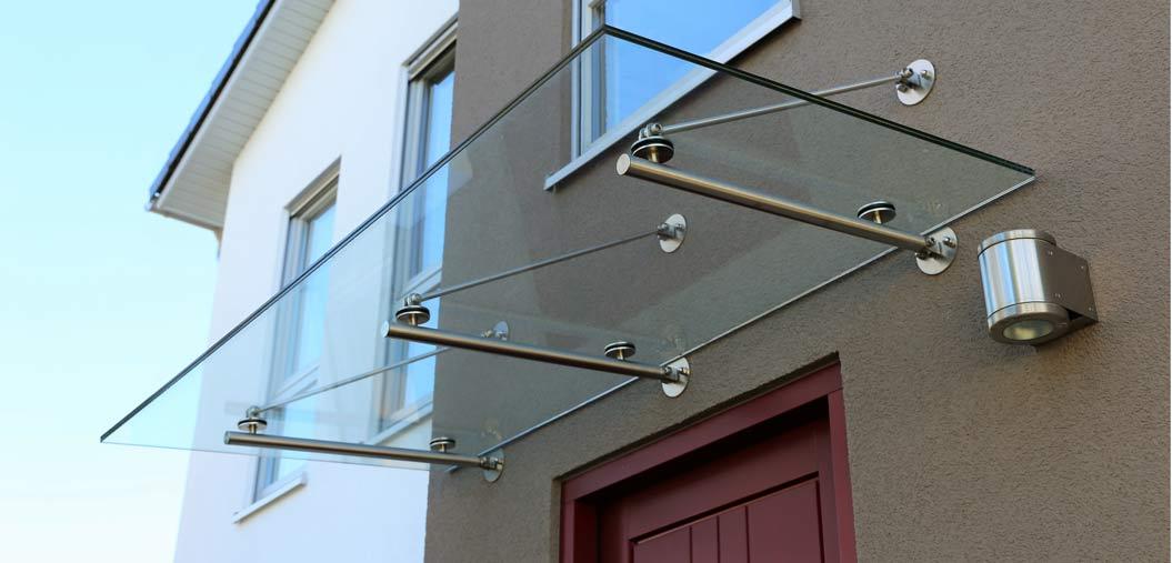 Schönes Glasvordach in Berlin